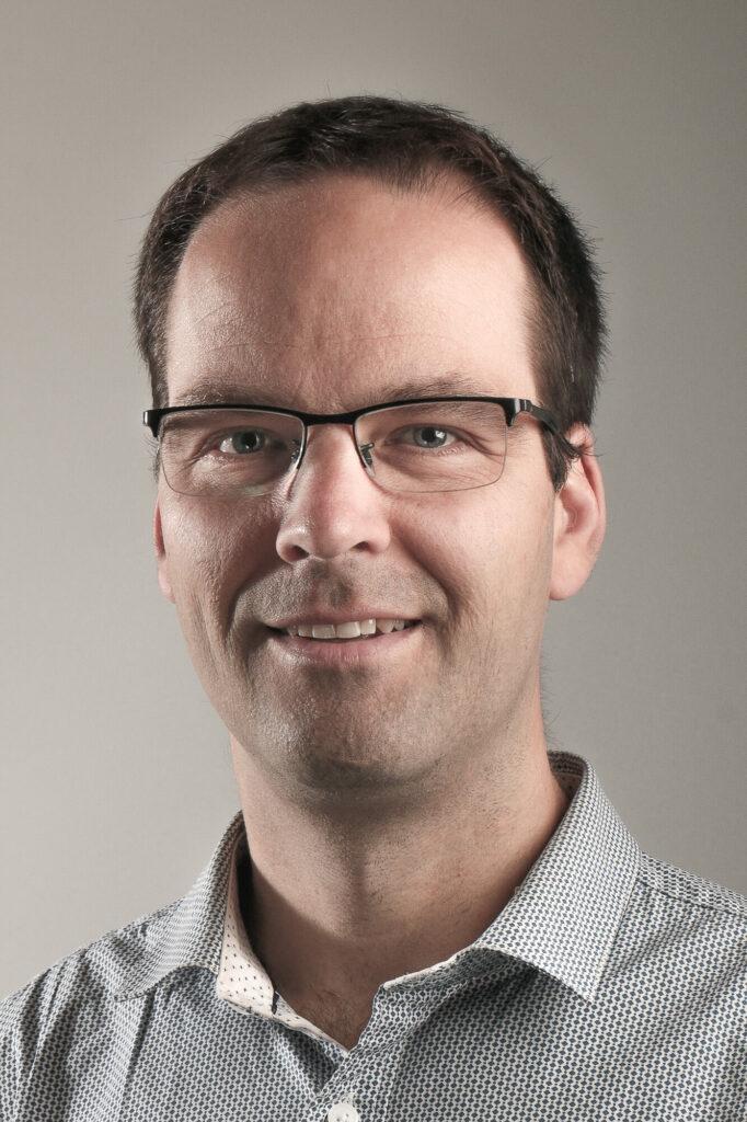 Dr. Christopher J. Arnusch
